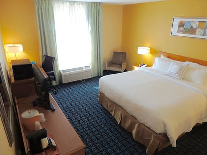 Guestroom | Fairfield Inn and Suites by Marriott Valparaiso