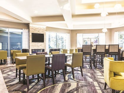 Dining | La Quinta Inn & Suites by Wyndham Shreveport Airport