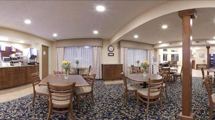 Breakfast Area | Holiday Inn Express Hotel & Suites Scottsbluff-Gering