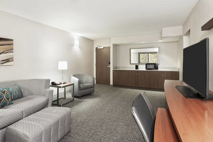 Room | Courtyard by Marriott Asheville