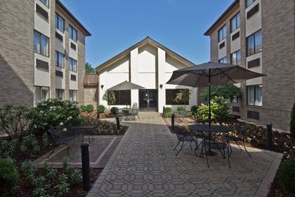 Terrace/Patio | Hampton Inn & Suites Chillicothe