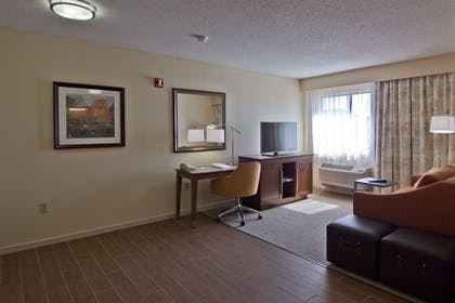 Living Area | Hampton Inn & Suites Chillicothe