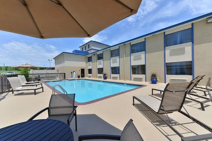 Outdoor Pool | Boarders Inn and Suites Ardmore
