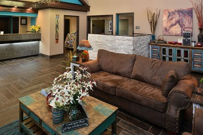 Lobby Sitting Area | Boarders Inn and Suites Ardmore