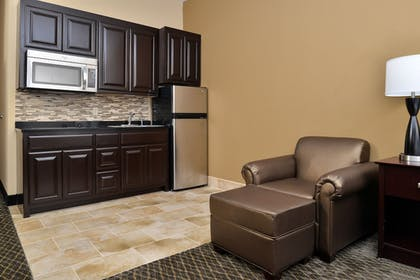 In-Room Kitchen | Boarders Inn and Suites Ardmore