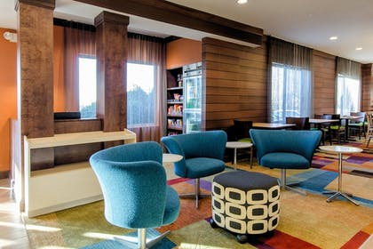 Lobby Sitting Area | Fairfield Inn By Marriott Potomac Mills