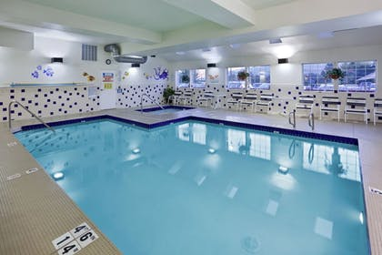 Pool | Holiday Inn Express Wenatchee