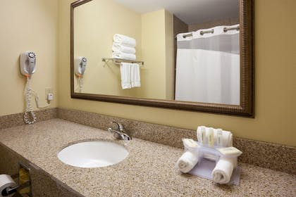 Guestroom | Holiday Inn Express Sheboygan-Kohler