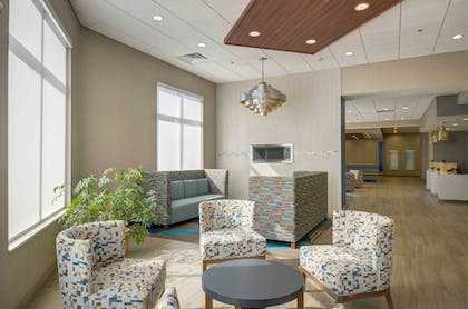 Lobby Sitting Area | Holiday Inn Express & Suites - North Platte