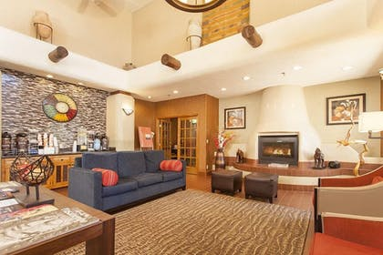 Lobby Lounge | Holiday Inn Express And Suites Santa Fe