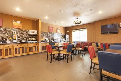 Breakfast Area | Holiday Inn Express And Suites Santa Fe