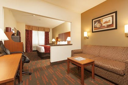Living Area | Holiday Inn Express And Suites Santa Fe