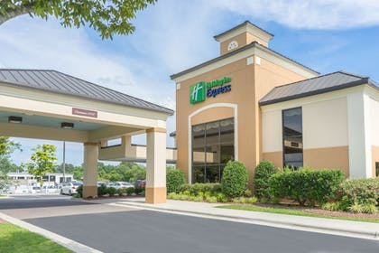 Featured Image | Holiday Inn Express New Bern