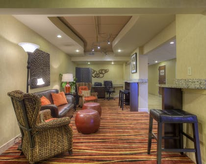Lobby Lounge | Clarion Inn & Suites West Knoxville