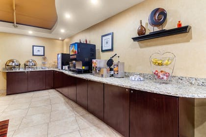 Breakfast Area | Clarion Inn & Suites West Knoxville