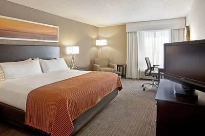Guestroom | Holiday Inn Express Hotel & Suites Minneapolis-Minnetonka