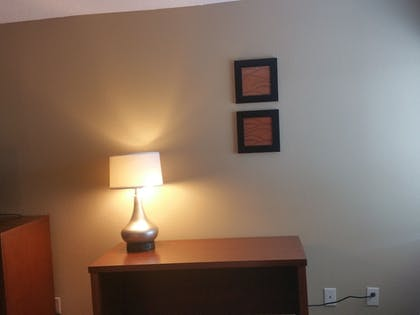 Living Area | Comfort Inn Mayfield Heights Cleveland East