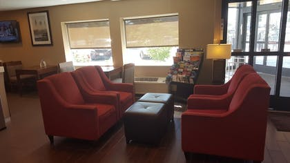 Lobby Sitting Area | Comfort Inn Mayfield Heights Cleveland East