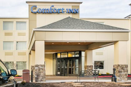 Hotel Front | Comfort Inn Mayfield Heights Cleveland East