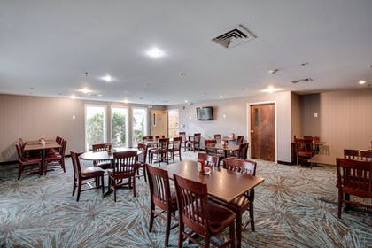 Breakfast Area | Best Western Plus The Inn at Hampton