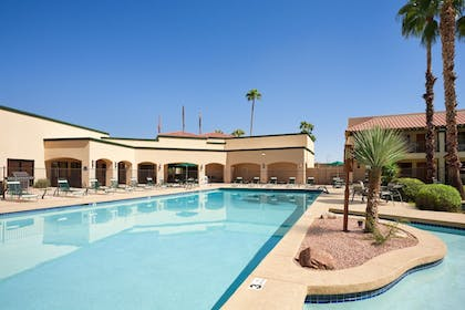 BBQ/Picnic Area | Days Inn & Suites by Wyndham Scottsdale North