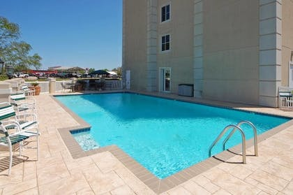 Outdoor Pool   Quality Inn And Suites