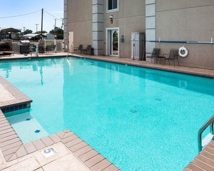 Pool   Quality Inn And Suites