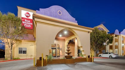 Hotel Front - Evening/Night | Best Western Plus Executive Suites