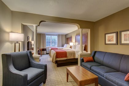 Living Area   Comfort Inn & Suites-White Mountains