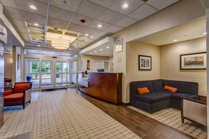 Lobby Sitting Area   Comfort Inn & Suites-White Mountains