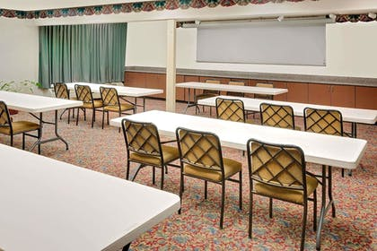 Meeting Facility   Days Inn & Suites by Wyndham Opelousas