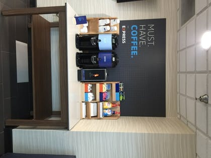 Breakfast Area   Holiday Inn Express Hotel & Suites SANFORD