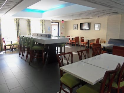 Restaurant | Holiday Inn Express Hotel & Suites SANFORD