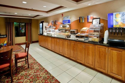 Restaurant | Holiday Inn Express Hotel and Suites Kinston