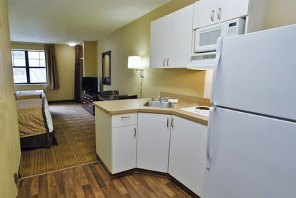 Guestroom | Extended Stay America Los Angeles - Valencia