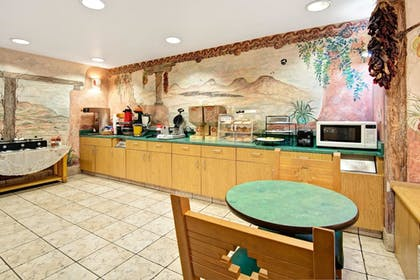 Breakfast Area   Microtel Inn & Suites by Wyndham Albuquerque West