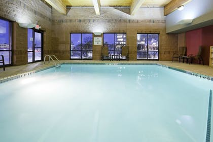 Pool   Holiday Inn Express & Suites Bloomington - MPLS Arpt Area W