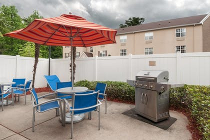 BBQ/Picnic Area | TownePlace Suites by Marriott Baton Rouge South