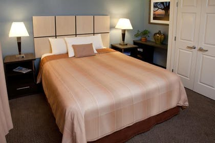 Guestroom | Candlewood Suites Silicon Valley