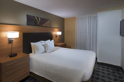 Guestroom | TownePlace Suites by Marriott Atlanta Alpharetta