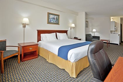 Guestroom   Holiday Inn Express Hotel & Suites Wilson-Downtown