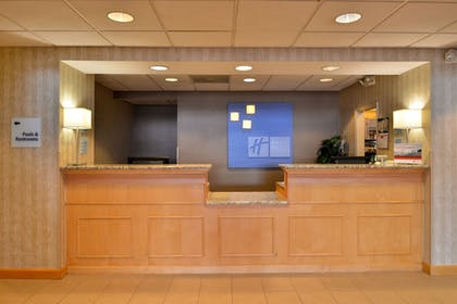 Lobby | Holiday Inn Express Hotel & Suites Ocean City
