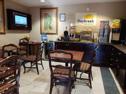 Breakfast Area | Days Inn & Suites by Wyndham Peachtree City