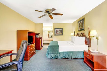 Guestroom | Days Inn & Suites by Wyndham Peachtree City
