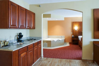 In-Room Kitchen | Best Western Plus Georgetown Corporate Center Hotel