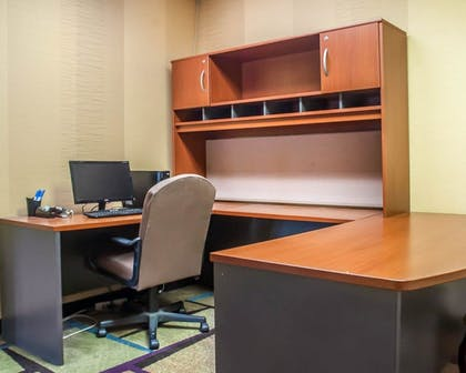 Business Center | Comfort Inn And Suites Hamburg