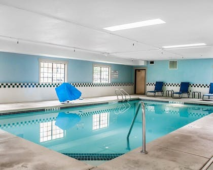 Pool | Comfort Inn And Suites Hamburg