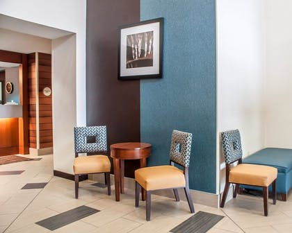 Lobby | Comfort Inn And Suites Hamburg