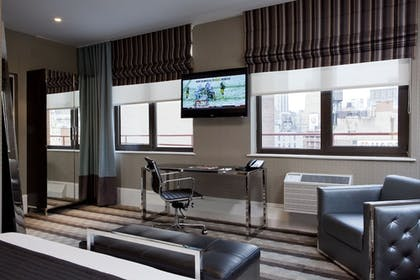 Living Area | Broadway Plaza Hotel