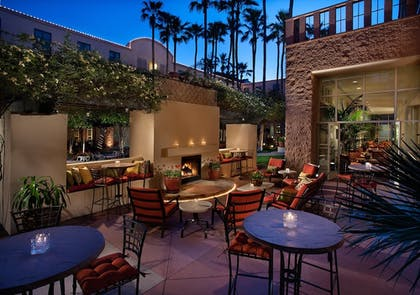 Outdoor Dining | Tempe Mission Palms Hotel